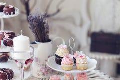 Cupcakes en minicupcakes Stock Afbeeldingen