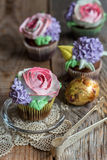 Cupcakes with floral decor. Royalty Free Stock Photos