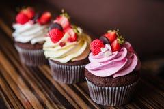 Cupcakes met aardbeien en room Royalty-vrije Stock Fotografie