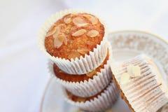 Cupcakes met amandel Stock Afbeeldingen