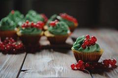 Cupcakes met het close-up van de pistacheroom Stock Afbeelding