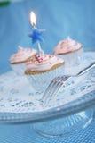 Cupcakes met kaars Stock Foto's