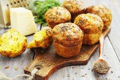 Cupcakes met kaas, dille en komijn Stock Afbeelding