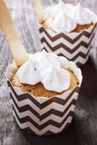Cupcakes met lepel Stock Foto's