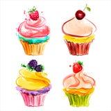 Cupcakes met room en bessen Stock Afbeeldingen