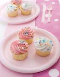 Cupcakes met roze suikerglazuur Royalty-vrije Stock Foto's