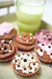 Cupcakes and milk on a tray Royalty Free Stock Photos