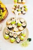 Cupcakes op tribune Royalty-vrije Stock Foto
