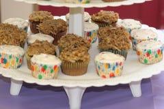 cupcakes platter στοκ εικόνες με δικαίωμα ελεύθερης χρήσης
