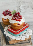 Cupcakes with red currants. Stock Photography