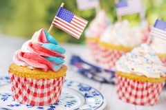Cupcakes with red-white-and-blue frosting and American flags Royalty Free Stock Images