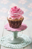 Cupcakes with rose flowers Royalty Free Stock Photo