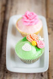 Cupcakes. Shabby chic cupcakes decorated with sugarpaste flowers Royalty Free Stock Photos