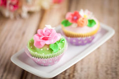Cupcakes. Shabby chic cupcakes decorated with sugarpaste flowers Stock Photos