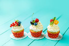 Cupcakes with summer berries Stock Photography