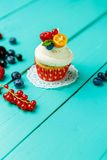 Cupcakes with summer berries Royalty Free Stock Photos