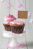 Cupcakes with sweet rose flowers Royalty Free Stock Images