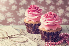 Cupcakes with sweet rose flowers Royalty Free Stock Photos