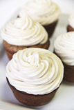 Cupcakes upclose verticaal royalty-vrije stock afbeelding