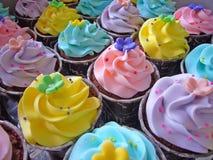 Cupcakes in zijn romige en kleurrijke glorie Royalty-vrije Stock Fotografie