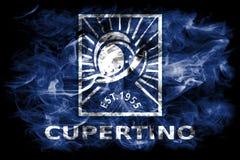 Cupertino-Stadtrauchflagge, Staat California, Vereinigte Staaten von morgens Lizenzfreie Stockbilder