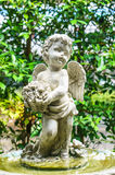Cupid με το κράτημα ενός λουλουδιού Στοκ Φωτογραφία