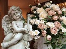 Cupid με το λουλούδι Στοκ Εικόνες
