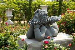 Cupid σε έναν κήπο Στοκ Εικόνες