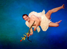 Cupid con la freccia a forma di del focolare Immagini Stock Libere da Diritti