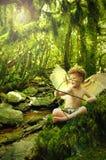 Cupid na floresta da fantasia foto de stock