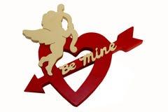 Cupid sul cuore del biglietto di S. Valentino Immagine Stock