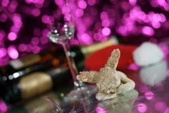 Cupidon avec le verre cassé Photographie stock