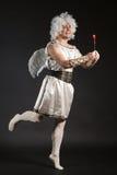 Cupidon masculin d'ange avec un coeur d'amour Valentine Photos libres de droits