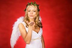 Cupidon : Soufflement d'un baiser de l'amour Photo stock