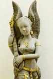 Cupidostandbeeld op de witte concrete muur wordt gefotografeerd die Stock Afbeelding