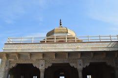 Cupola in cima al padiglione alla fortificazione di Agra Fotografia Stock Libera da Diritti