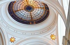 Cupola del lucernario del vetro macchiato immagine stock libera da diritti
