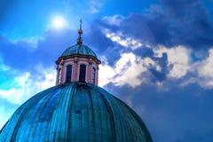 Cupola del primo piano della chiesa al cielo Fotografia Stock Libera da Diritti
