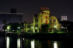 Cupola della bomba atomica (cupola di Genbaku) alla notte Immagini Stock
