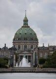 Cupola della cattedrale di Marmor veduta dall'altro lato del fiume Immagine Stock