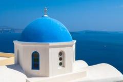 Cupola della chiesa sull'isola di Santorini Fotografia Stock Libera da Diritti