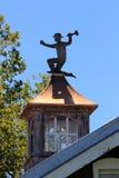 Cupola della costruzione con l'ornamento del tetto del metallo Fotografie Stock Libere da Diritti