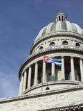 Cupola di Campidoglio di Avana e bandierina cubana Fotografia Stock Libera da Diritti
