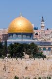 Cupola di Gerusalemme della roccia e degli Steeples Fotografia Stock