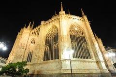 Cupola di Milano - facciata dell'altare entro la notte Immagini Stock