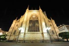 Cupola di Milano - facciata dell'altare entro la notte Immagine Stock
