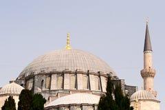 Cupola di una moschea e di una parte di un minareto Immagine Stock Libera da Diritti
