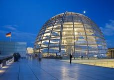 Cupola di vetro sul tetto del Reichstag a Berlino Fotografia Stock Libera da Diritti