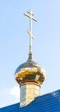 Cupola dorata di piccola chiesa ortodossa Fotografie Stock Libere da Diritti