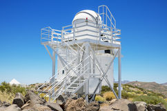 Cupola e telescopio robot il 7 luglio 2015 nell'osservatorio astronomico di Teide, Tenerife, Isole Canarie, Spagna Fotografia Stock Libera da Diritti